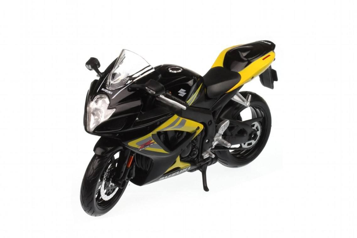 Suzuki gsx 750 2006 racing modelismo for Cascos motogp altaya