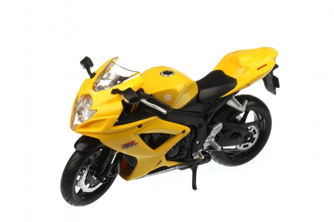 Suzuki gsx r 600 2006 racing modelismo for Cascos motogp altaya