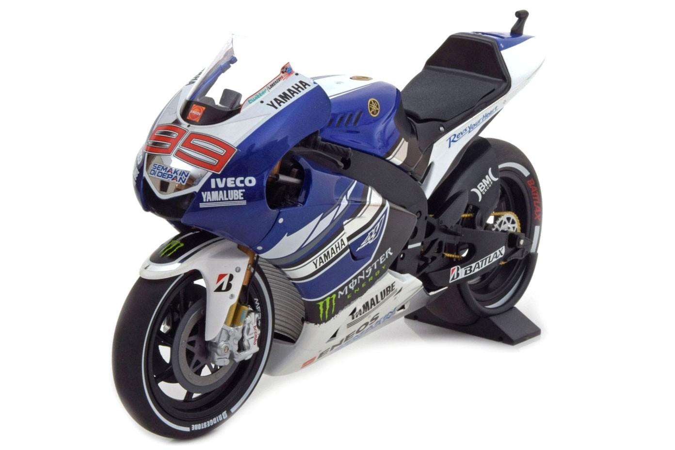 Yamaha yzr m1 moto gp 2013 jorge lorenzo minichamps for Cascos motogp altaya