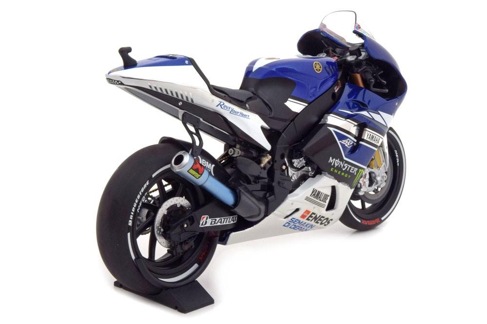 Yamaha yzr m1 moto gp 2013 jorge lorenzo minichamps scale 112 yamaha yzr m1 moto gp 2013 jorge lorenzo minichamps scale 112 voltagebd Images