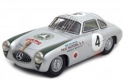 MERCEDES-Benz 300 SL (W194) Ganador Carrera Panamericana 1952 K. Kling - CMC Escala 1:18 (M-023)
