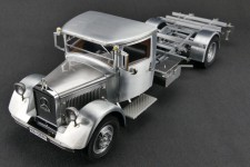 MERCEDES-Benz LO2750 Camion con Plataforma Y Caja de Madera 1936 - CMC Models Escala 1:18 (M-171)