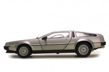 DeLorean LK Coupe 1981 - SunStar Escala 1:18 (2701)