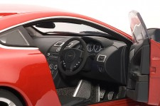 ASTON V12 Vantage 2010 - Autoart Escala 1:18 (70208)