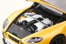 ASTON MARTIN V12 Vantage S 2015 - AutoArt Escala 1:18 (70252)