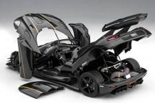 KOENIGSEGG One:1 2014 Carbon / Black / Gold - AutoArt Scale 1:18 (79019)